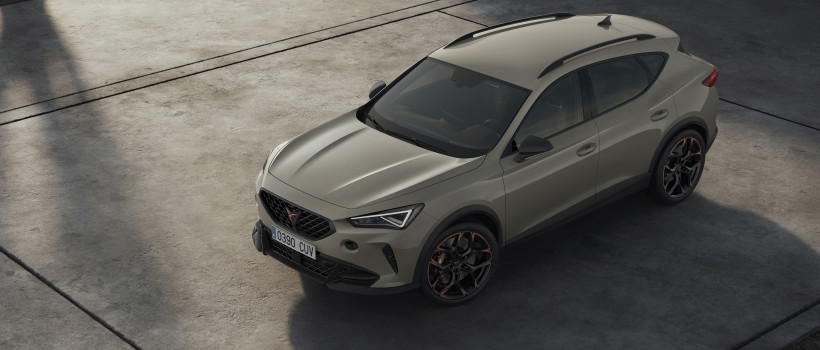 CUPRA celebrates its 3rd anniversary unveiling the Formentor with a heart of five−cylinders